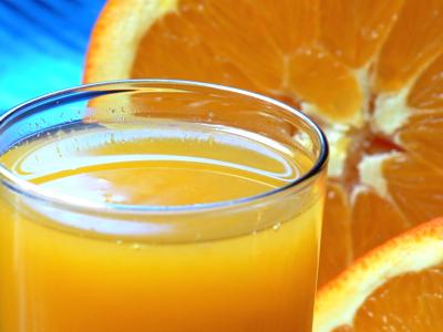 Сладкие и кислые напитки употребить во время еды.